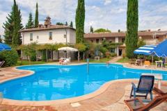 piscina-subretia-dettaglio-2-residenze-di-campagna-montefalco