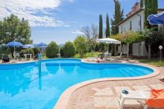 piscina-subretia-dettaglio-residenze-di-campagna-montefalco